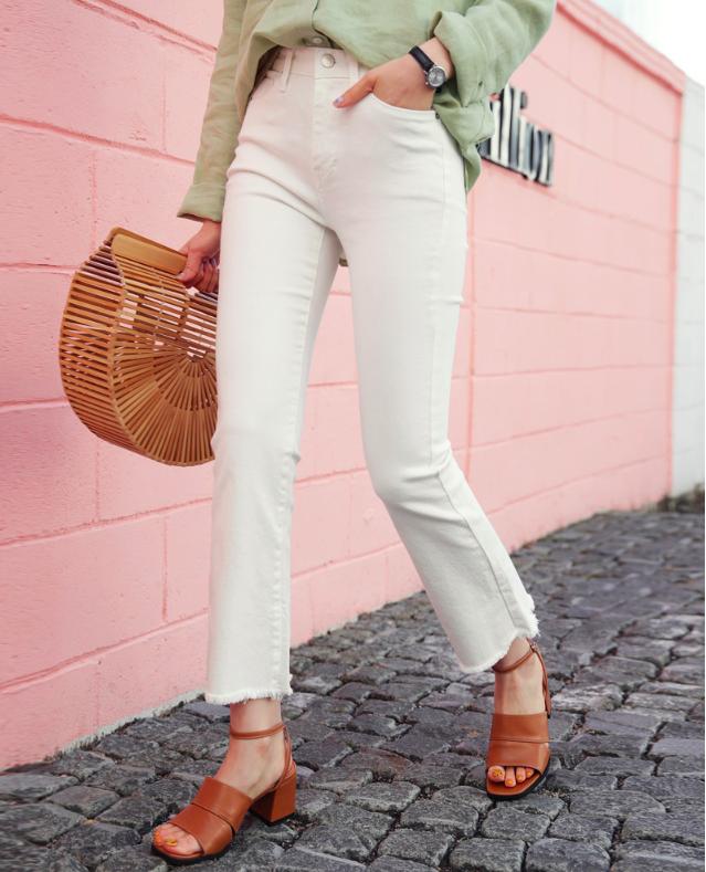 4 lưu ý giúp bạn diện quần jeans ống vẩy max đẹp - Ảnh 2.