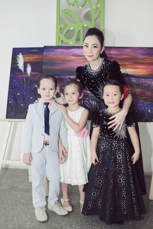 3 cặp mẹ con nhà sao Việt: cứ hở ra là thấy mặc đồ đôi đồng điệu với nhau - Ảnh 18.
