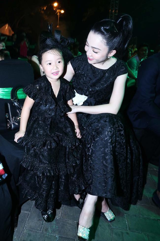 3 cặp mẹ con nhà sao Việt: cứ hở ra là thấy mặc đồ đôi đồng điệu với nhau - Ảnh 19.