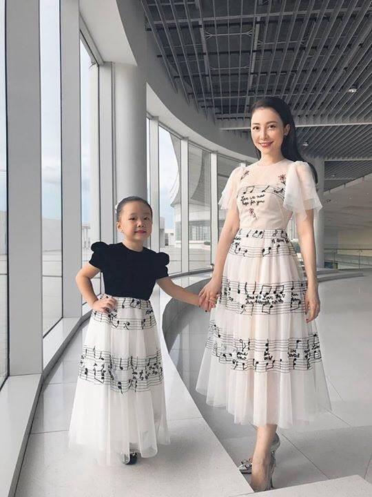 3 cặp mẹ con nhà sao Việt: cứ hở ra là thấy mặc đồ đôi đồng điệu với nhau - Ảnh 22.