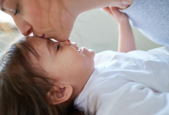 Trẻ đi ngủ muộn hoặc ngủ không ngủ ngon vì bố mẹ chưa biết đến những bí quyết này - Ảnh 3.