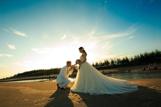 Phải đến khi đi chụp ảnh cưới, tôi mới vô tình phát hiện ra chồng tương lai không có khả năng trong chuyện chăn gối - Ảnh 1.