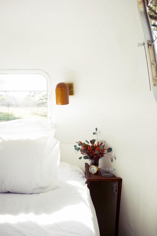 Nín thở bước vào căn nhà di động mỗi mét vuông là 1 kiệt tác của 2 vợ chồng trẻ đam mê xê dịch - ảnh 8