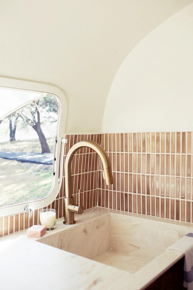 Nín thở bước vào căn nhà di động mỗi mét vuông là 1 kiệt tác của 2 vợ chồng trẻ đam mê xê dịch - ảnh 7