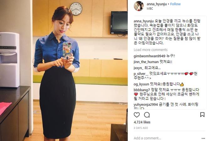 Đeo kính khi dẫn chương trình, nữ MC Hàn Quốc được netizen ngợi khen khi đi ngược chuẩn mực vẻ đẹp - Ảnh 2.