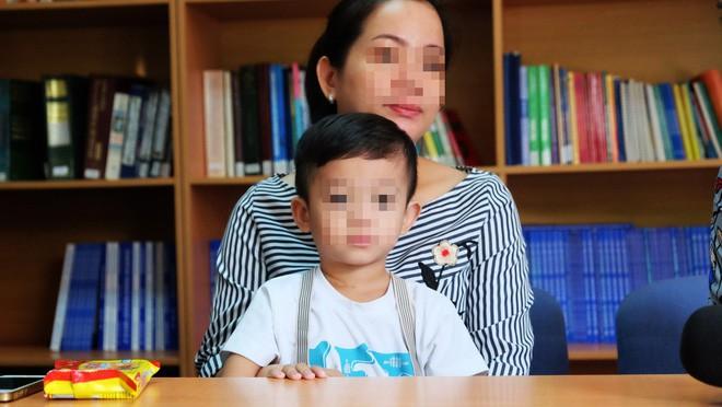 """TP.HCM: Bác sĩ BV Nhi Đồng 1 dùng kỹ thuật """"chưa thực hiện trong đời bao giờ"""" cứu lá lách bé trai 3 tuổi - Ảnh 1."""