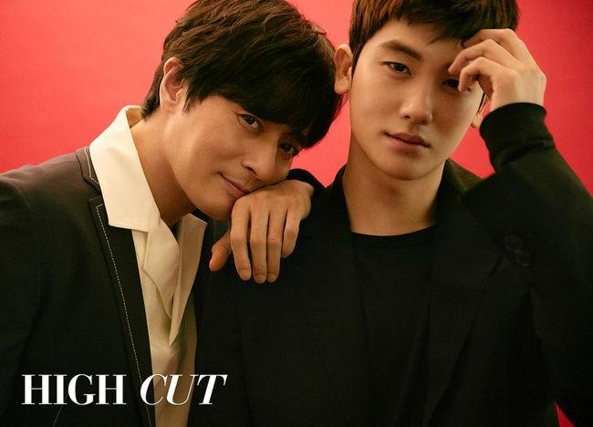 Bộ hình gây bão Park Hyung Sik và Jang Dong Gun: Thật tội cho chàng trai đó khi phải chụp với quý ông cực phẩm - Ảnh 1.