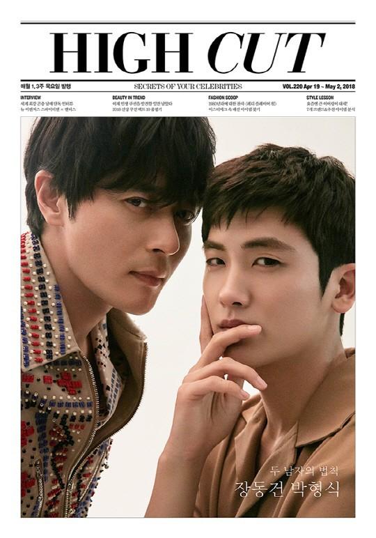 Bộ hình gây bão Park Hyung Sik và Jang Dong Gun: Thật tội cho chàng trai đó khi phải chụp với quý ông cực phẩm - Ảnh 2.