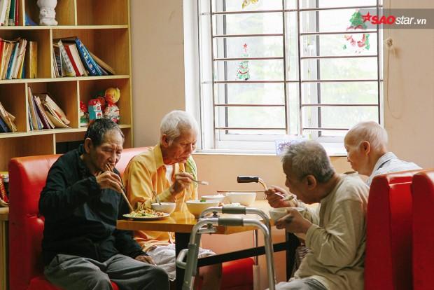 Chuyện về những cụ già bỏ nhà lầu xe hơi đến viện dưỡng lão tìm niềm vui cuối đời - Ảnh 2.