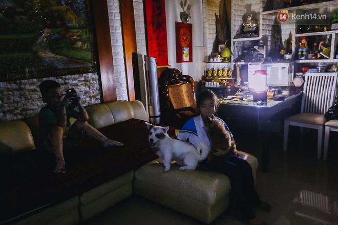Cuộc sống u tối, lạnh lẽo của những cư dân bám trụ chung cư Carina sau vụ cháy 13 người chết - Ảnh 14.