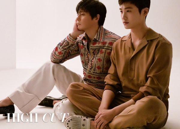 Bộ hình gây bão Park Hyung Sik và Jang Dong Gun: Thật tội cho chàng trai đó khi phải chụp với quý ông cực phẩm - Ảnh 3.