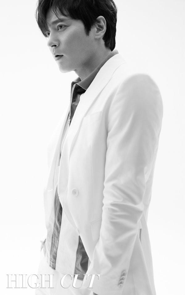Bộ hình gây bão Park Hyung Sik và Jang Dong Gun: Thật tội cho chàng trai đó khi phải chụp với quý ông cực phẩm - Ảnh 5.