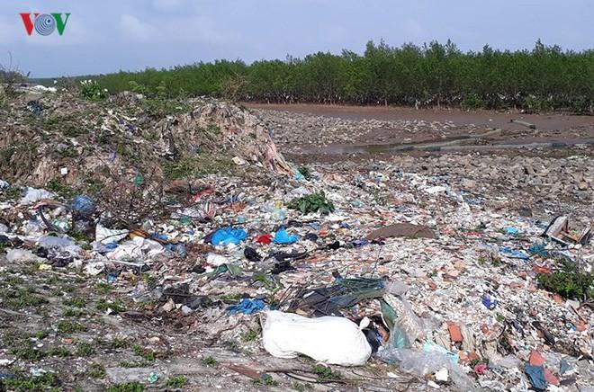 Ảnh: Kinh hoàng rừng cây treo đầy rác ở Thanh Hóa - Ảnh 8.