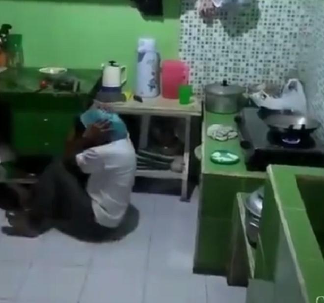 """Khi đàn ông vào bếp: Thương thay những """"chiến binh cảm tử"""" trong trận đấu nảy lửa với củi, gạo, dầu, muối, tương, dấm, trà - Ảnh 2."""