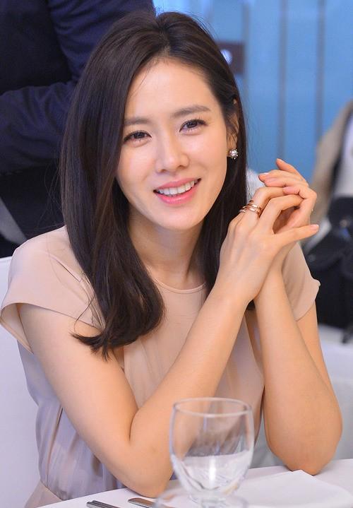 Hóa ra bí quyết để được thanh xuân ưu ái của chị đẹp Son Ye Jin đơn giản chỉ có vậy - Ảnh 2.