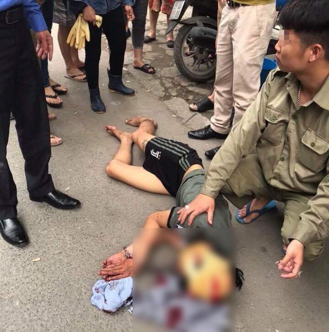 Hà Nội: Người đi đường hoảng sợ chứng kiến nam thanh niên cầm búa tự đập vào đầu - ảnh 4