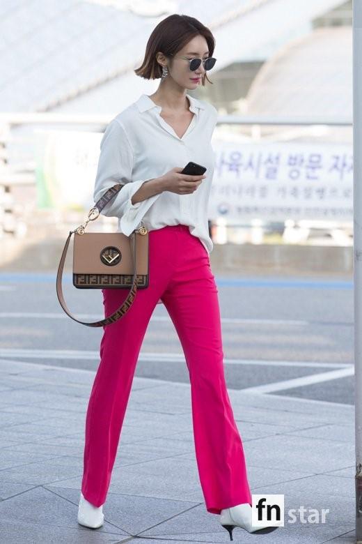 Bao năm rồi mỹ nhân She was pretty Go Jun Hee vẫn gây sốt vì đẹp đẳng cấp và sang chảnh khó tin tại sân bay - ảnh 2