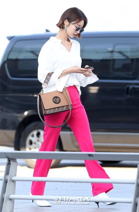 Bao năm rồi mỹ nhân She was pretty Go Jun Hee vẫn gây sốt vì đẹp đẳng cấp và sang chảnh khó tin tại sân bay - ảnh 1