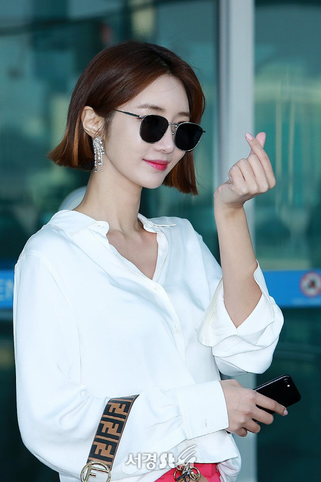 Bao năm rồi mỹ nhân She was pretty Go Jun Hee vẫn gây sốt vì đẹp đẳng cấp và sang chảnh khó tin tại sân bay - ảnh 12