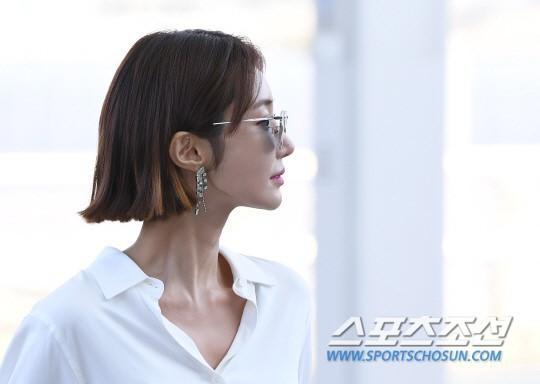 Bao năm rồi mỹ nhân She was pretty Go Jun Hee vẫn gây sốt vì đẹp đẳng cấp và sang chảnh khó tin tại sân bay - ảnh 10