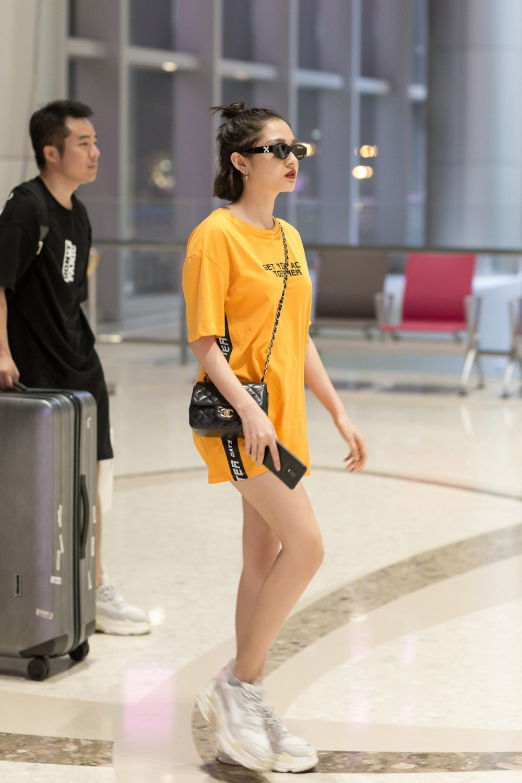 Bất chấp đêm khuya, fan kì cựu vẫn thức để đợi ở sân bay để đón Bảo Anh