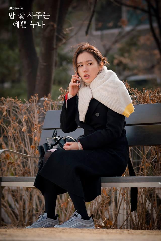 U40 mà Chị Đẹp vẫn bắt trend lắm, đã đi là đi đôi sneaker hot nhất nhì Hàn Quốc bây giờ - Ảnh 1.