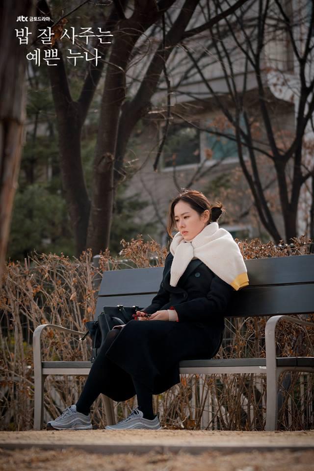 U40 mà Chị Đẹp vẫn bắt trend lắm, đã đi là đi đôi sneaker hot nhất nhì Hàn Quốc bây giờ - Ảnh 2.