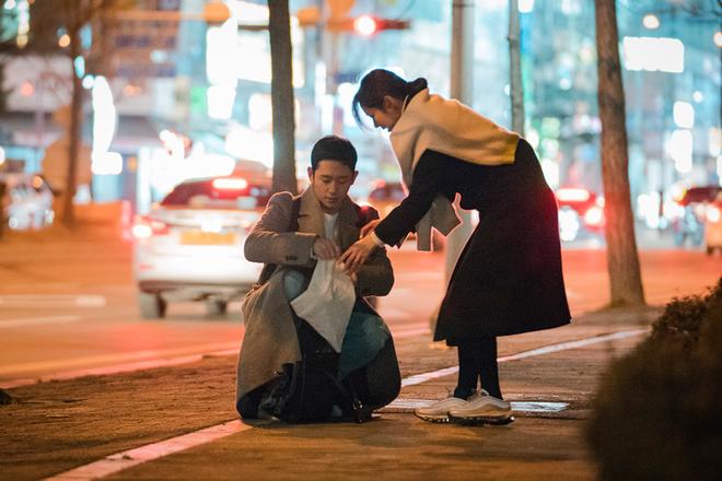 U40 mà Chị Đẹp vẫn bắt trend lắm, đã đi là đi đôi sneaker hot nhất nhì Hàn Quốc bây giờ - Ảnh 5.
