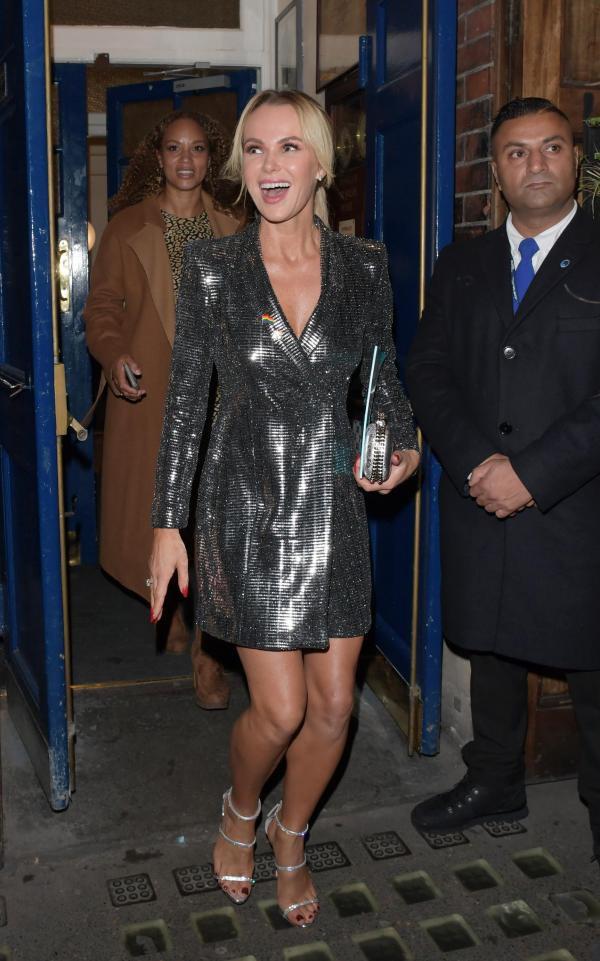 Một bộ đầm của Zara giá 2,5 triệu mà cả Võ Hoàng Yến, Mâu Thủy và loạt sao Hollywood thi nhau diện - Ảnh 4.
