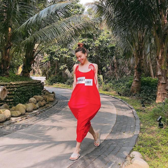 Cùng diện một thiết kế váy 550 nghìn của Zara, Hà Anh dù bầu bí nhưng không hề kém đẹp hơn Hà Hồ - Ảnh 3.