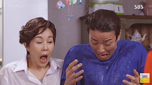 Phát hiện chồng bón ăn cho nhân tình ở trên giường của mình, Lee Da Hae đã làm thế này - Ảnh 3.
