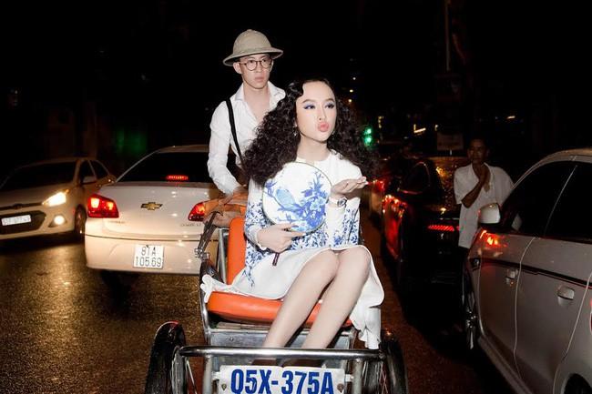 Màn đội mũ lông chưa là gì, Angela Phương Trinh đã từng cưỡi ngựa, bế thú cưng nổi nhất thảm đỏ cơ! - Ảnh 10.