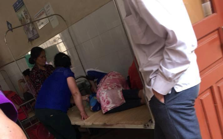 Hòa Bình: Cô gái 19 tuổi đến trung tâm y tế sinh con rồi nhất định bỏ lại không nuôi