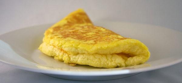 Tuyệt chiêu làm trứng rán siêu xốp, siêu phồng mà chẳng cần thêm bất kì phụ liệu nào - Ảnh 1.