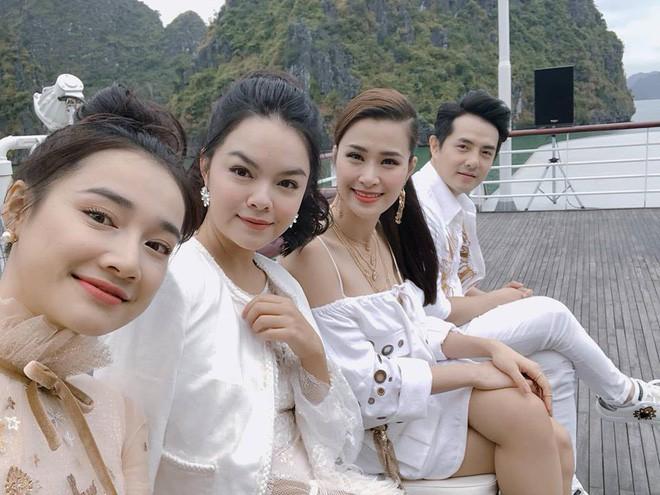 Nhã Phương, Đông Nhi, Phạm Hương cùng dàn sao khoe sắc tại show diễn giữa Vịnh Hạ Long của NTK Lê Thanh Hòa - Ảnh 13.