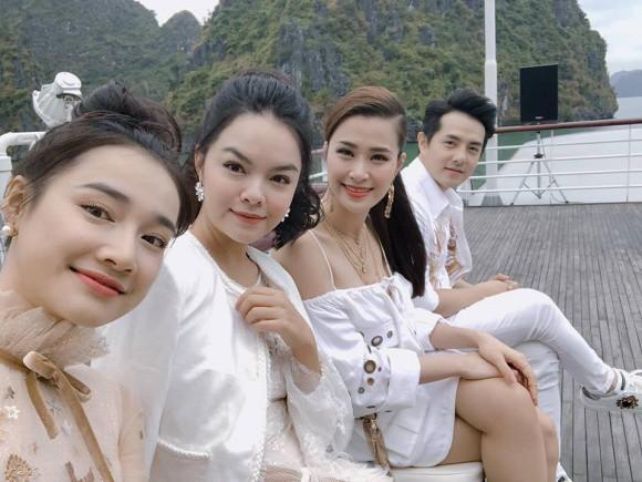 Nhã Phương ăn diện xinh đẹp, vui vẻ đi show thời trang, không quan tâm chuyện Trường Giang thừa nhận thích Nam Em - Ảnh 2.
