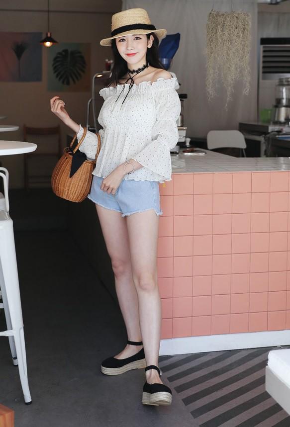 4 kiểu giày/dép bệt luôn sẵn lòng kết thân với quần shorts để ra đúng chất mùa hè - Ảnh 12.