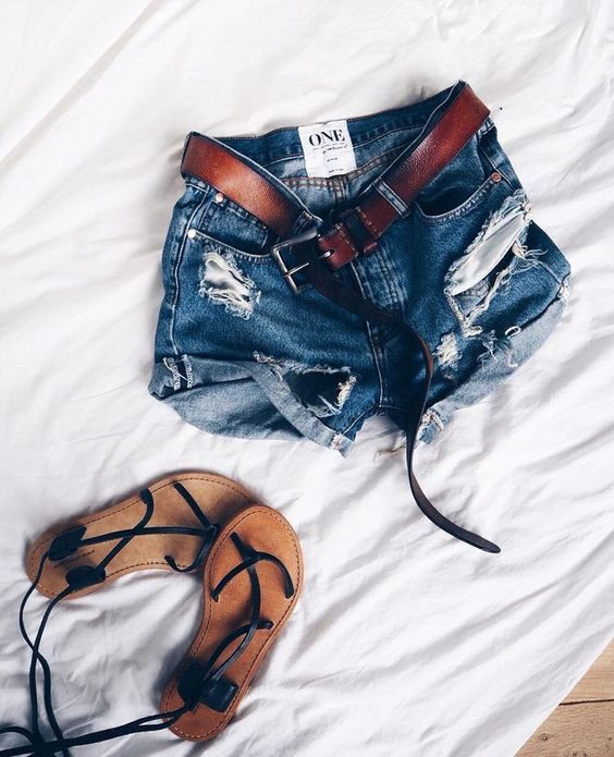 4 kiểu giày/dép bệt luôn sẵn lòng kết thân với quần shorts để ra đúng chất mùa hè - Ảnh 14.