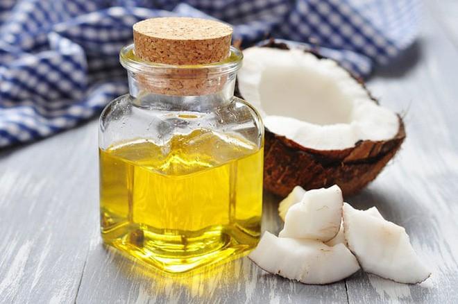 Dưỡng tóc mềm mượt với 6 phương pháp tự nhiên đơn giản có sẵn trong bếp - Ảnh 4.