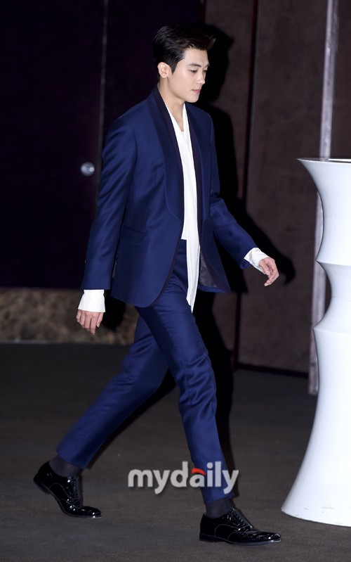 Lộ nếp nhăn tuổi tác nhưng nam thần thanh xuân Jang Dong Gun vẫn là cực phẩm nhan sắc trong ngày họp báo - Ảnh 9.