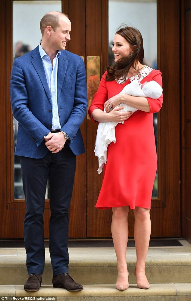 Công nương Kate xuất hiện thon gọn bất ngờ chỉ sau một ngày khi hạ sinh tiểu Hoàng tử thứ 3 - Ảnh 3.