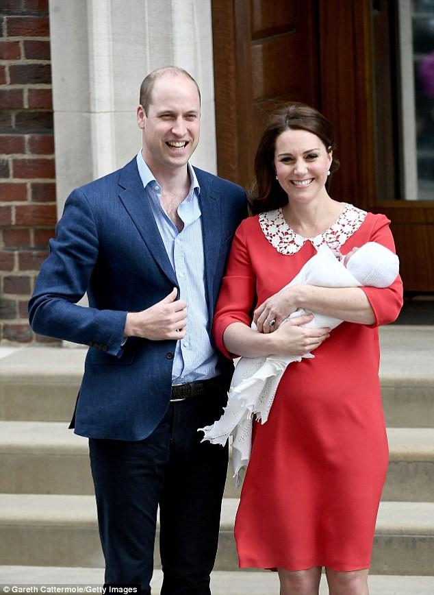 Công nương Kate xuất hiện thon gọn bất ngờ chỉ sau một ngày khi hạ sinh tiểu Hoàng tử thứ 3 - Ảnh 1.