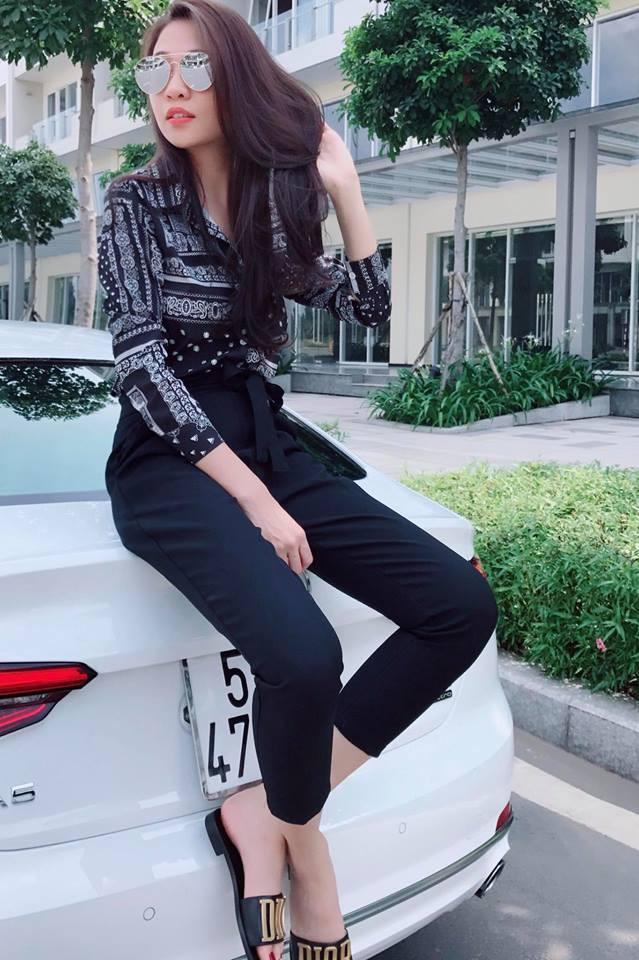 Ai cũng biết lý do Đàm Thu Trang không hay đi giày cao gót, nhưng rõ ràng người đẹp kết hợp giày/dép bệt rất đúng trend - Ảnh 22.