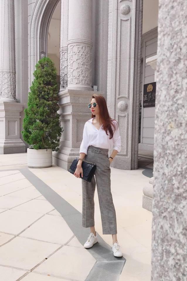 Ai cũng biết lý do Đàm Thu Trang không hay đi giày cao gót, nhưng rõ ràng người đẹp kết hợp giày/dép bệt rất đúng trend - Ảnh 3.