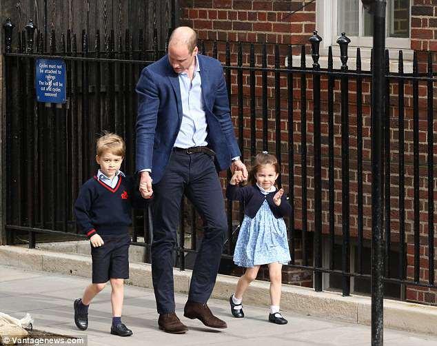 Bộ váy hoa hơn 1 triệu mà công chúa Charlotte mặc khi gặp tiểu hoàng tử được bán hết sạch chỉ trong một nốt nhạc - Ảnh 2.