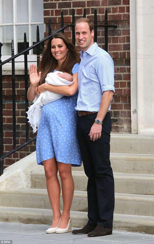 Công nương Kate xuất hiện thon gọn bất ngờ chỉ sau một ngày khi hạ sinh tiểu Hoàng tử thứ 3 - Ảnh 8.