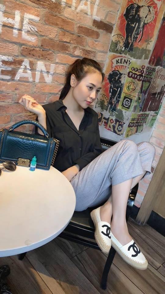 Ai cũng biết lý do Đàm Thu Trang không hay đi giày cao gót, nhưng rõ ràng người đẹp kết hợp giày/dép bệt rất đúng trend - Ảnh 9.