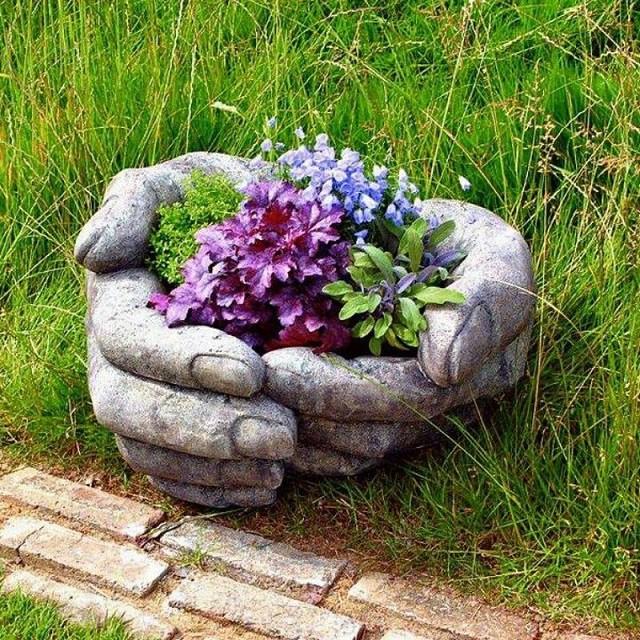 Muốn trang trí cho khu vườn thêm xinh xắn, cứ đổ xi măng vào găng tay cao su như thế này, 2 ngày sau bạn sẽ nhận được điều bất ngờ - Ảnh 5.