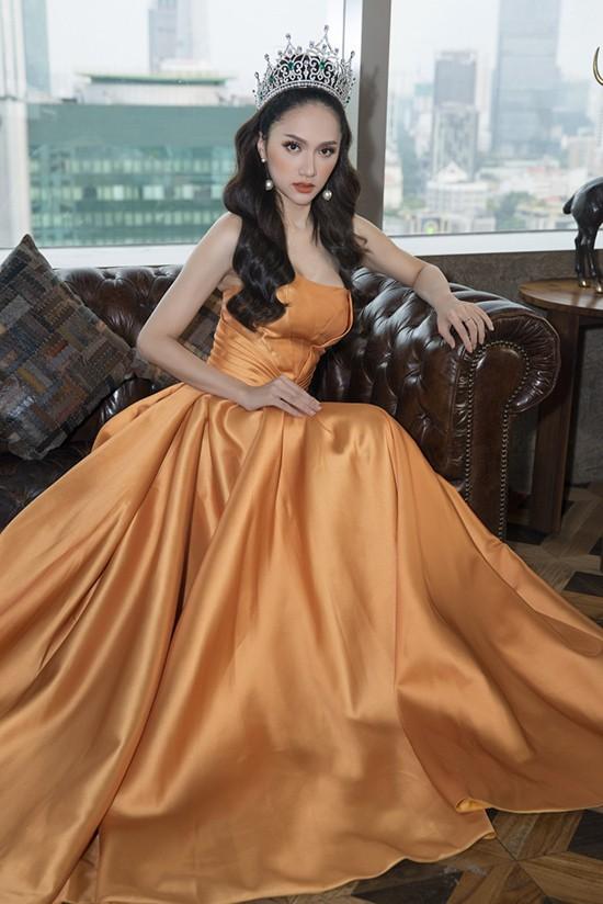 Đang mang bầu, Hương Giang vẫn vướng vào pha đụng hàng bất đắc dĩ với á hậu 1 con Diễm Trang - Ảnh 9.