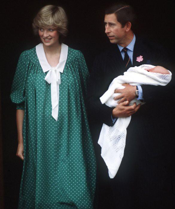 Công nương Kate xuất hiện thon gọn bất ngờ chỉ sau một ngày khi hạ sinh tiểu Hoàng tử thứ 3 - Ảnh 9.